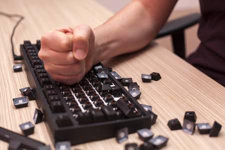 Việc rage, đập phá gear khi chơi game giờ đây không còn là nỗi lo của bàn phím cơ không dây